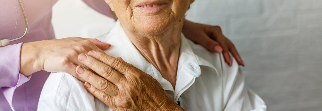 Aide-soignante et senior